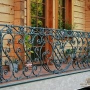 Ročno kovana ograja na balkonu